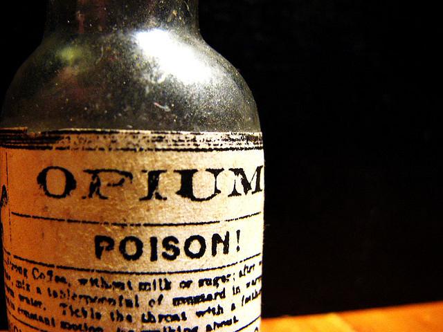 В Шегини задержали немца, который перевозил колбы с надписью «Opium»