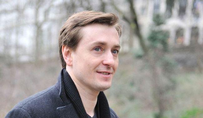 Почему Сергей Безруков хочет уйти от жены