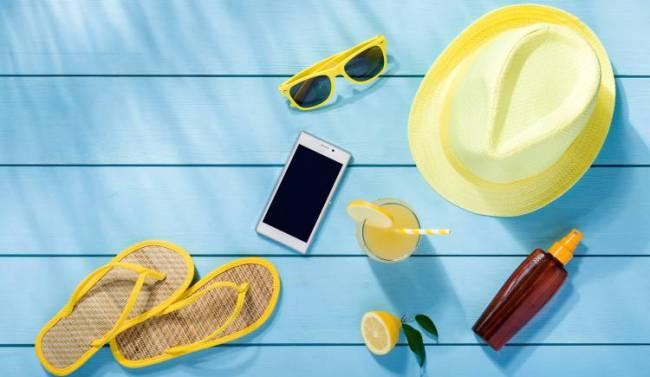 Как защитить свой смартфон от солнца, воды и царапин во время отдыха.