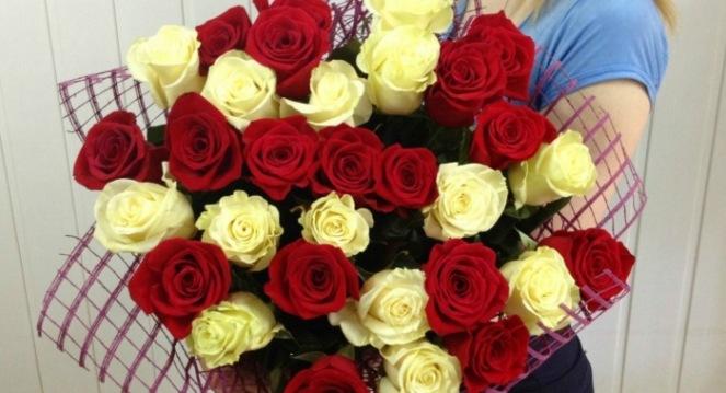Курьерская доставка цветов по Днепру — всего за один час!