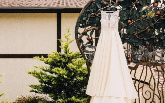 Як правильно зберігати весільну сукню
