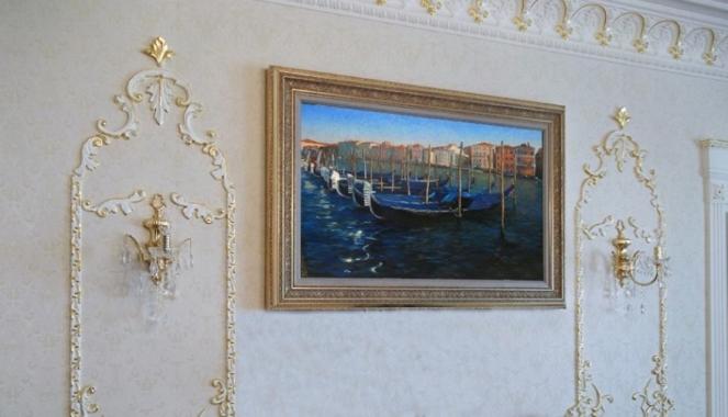 интерьерное оформление стен картинами с багетами